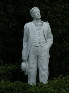 Puccini Statue in Glover Garden