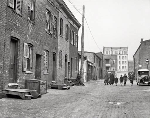A view of Blagden Alley in 1923. (Photo: Shorpy)